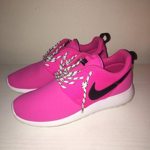 Procesando escaldadura Tormenta  Nike Shoes | Nike Roshe Run Pink | Poshmark